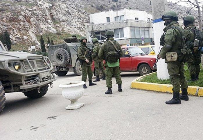 Российские силовики штурмуют военную часть на мысе Тарханкут
