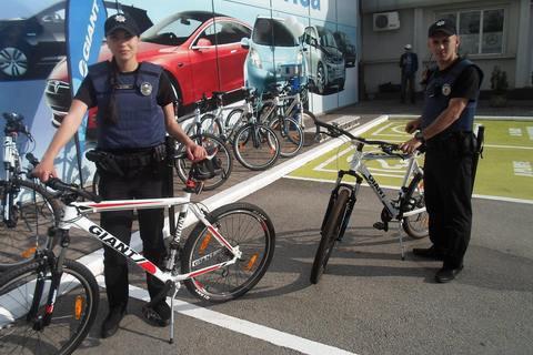 Запорізьким патрульним подарували 10 велосипедів