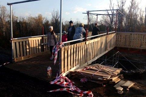 У Станиці Луганській завершили будівництво тимчасового переходу на мосту