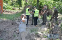 В Протасовом Яру застройщик возобновил срезку деревьев (обновлено)