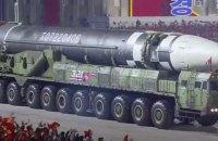 В КНДР провели военный парад и показали баллистическую ракету, способную долететь до США
