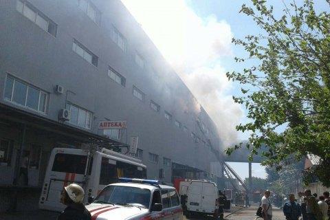 УДеснянському районі Києва горять складські приміщення