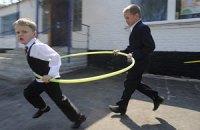 Табачник хочет ввести в школах минимум четыре академчаса для урока физкультуры