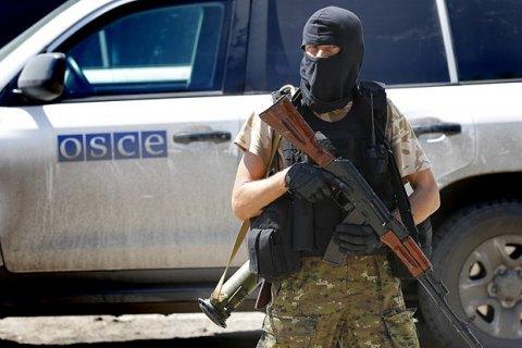 Боевик «ДНР» савтоматом соблазнительно домогался представителя патруля СММ ОБСЕ