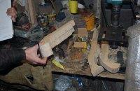 Житель Нежина устроил в гараже мастерскую по изготовлению оружия
