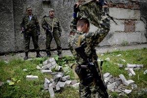 В Донецкой области террористы захватили торговый центр, гостиницу и АЗС, - МВД