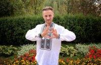 Известные украинцы продают вышиванки для сбора средств на АТО