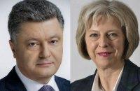 Порошенко и премьер Британии обсудили усиление санкций против России