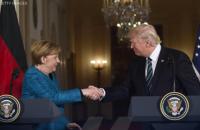 Трамп опубликовал фото рукопожатия с Меркель