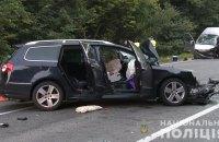 Один человек погиб, 7 травмировались из-за столкновения легковушки с микроавтобусом под Винницей