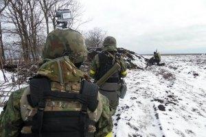 Ночью в зоне АТО зафиксировано два обстрела и бой в Широкино