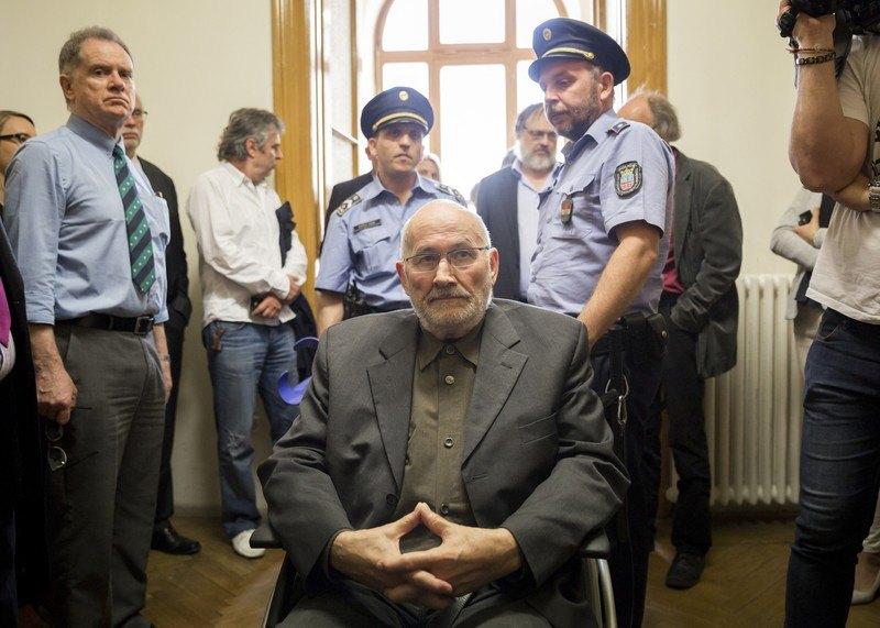 Хорст Малер, разыскиваемый властями Германии, прибывает на судебный процесс об экстрадиции в окружной суд Будапешта, Венгрия, 17 мая 2017