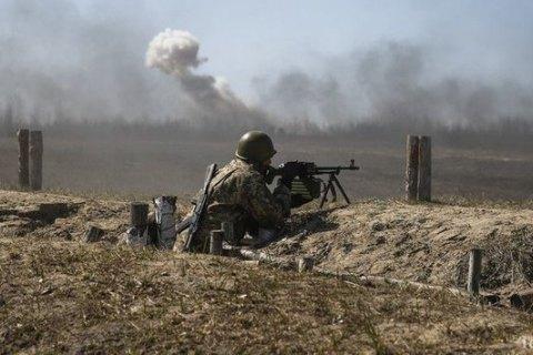 На Донбасі стріляли з гранатометів та кулеметів