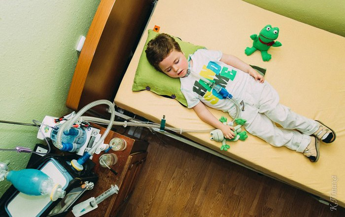 Подопечный львовского мобильного детского хосписа Степан у себя дома