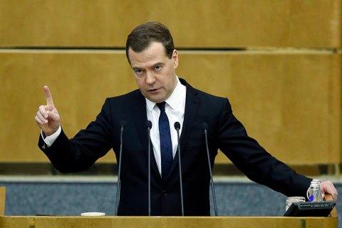 Медведев допустил запрет движения по России всего транспорта из Украины