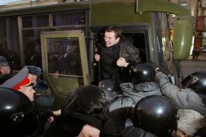 Задержанных на митинге в Петербурге отправят в армию