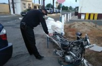На кордоні з Угорщиною прикордонники виявили в багажнику легкового BMW мотоцикл