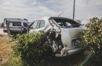 """У Києві автомобіль """"швидкої"""" врізався в машину таксі Uber"""