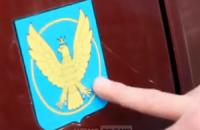 """Бойовики заявили про захоплення джипа польських найманців, переплутавши герб Коломиї з """"польським орлом"""""""