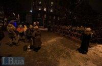 Митингующие убрали часть палаток из Мариинского парка в Киеве