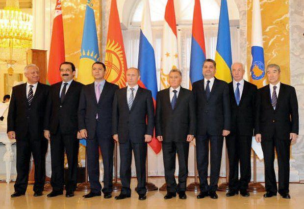 Премьер Азаров подписал соглашение о создании ЗСТ с СНГ без директив президента