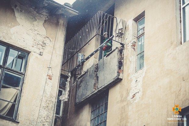 УТернопільській обл. впав балкон житлового будинку, є потерпілі