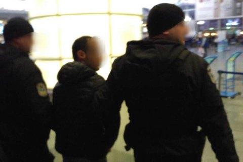 """В аэропорту """"Борисполь"""" задержали азербайджанца при попытке переправить четырех украинок в ОАЭ"""