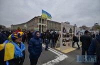 Проезжую часть на Майдане перекрыли щитами с портретами Небесной сотни