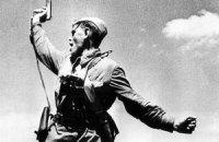 """Янукович присвоїв звання """"Герой України"""" радянському політрукові"""