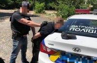 Двох київських патрульних упіймали на хабарі
