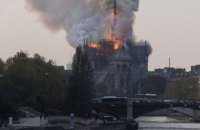 Charlie Hebdo опубликовал карикатуру с горящим Собором Парижской Богоматери