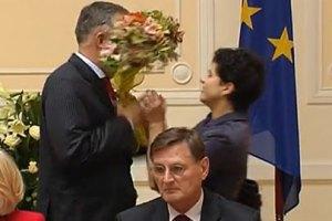 Студентка дала пощечину Табачнику на саммите министров СНГ(добавлено видео инцидента)