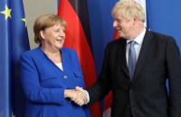Меркель и Джонсон согласились, что о возвращении России в G7 говорить рано