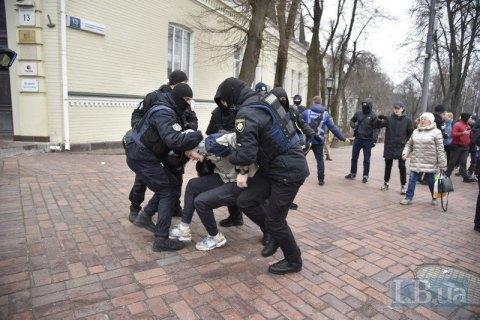 У поліції уточнили кількість затриманих після акцій на Михайлівській площі Києва