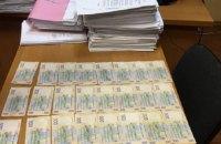 У Києві за хабарництво затримали трьох державних виконавців