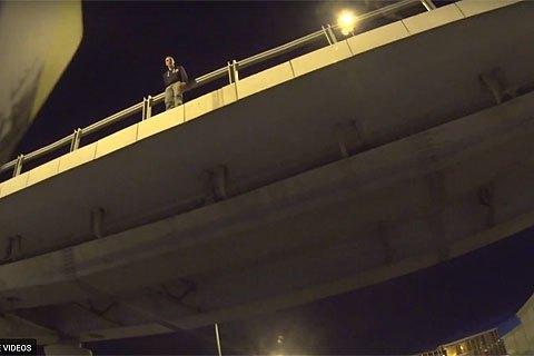 В Подмосковье байкер перекрыл шоссе, чтобы предотвратить самоубийство человека