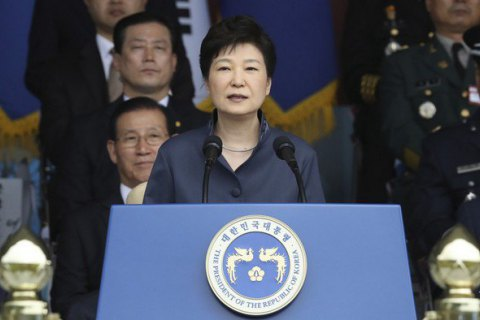 Відправлена у відставку глава Південної Кореї покинула президентський палац