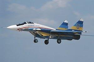 Пилот сбитого боевиками истребителя вернулся к украинским военным