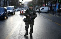 В Париже произошла потасовка между полицией и мигрантами