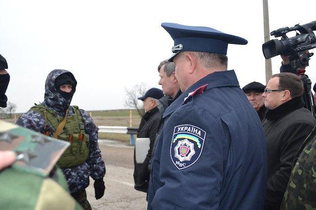 Юрий Одарченко (губернатор Херсонской области) общается с представителями херсонских силовиков,генической райдержадминистрации и жителями района общается с представителями противоположной стороны