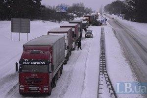 До Києва через негоду не пускатимуть вантажівки