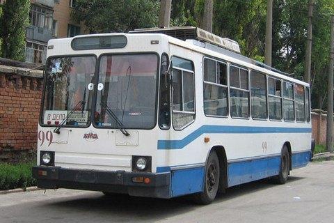 Житель Полтави потрапив у лікарню після удару струмом у тролейбусі