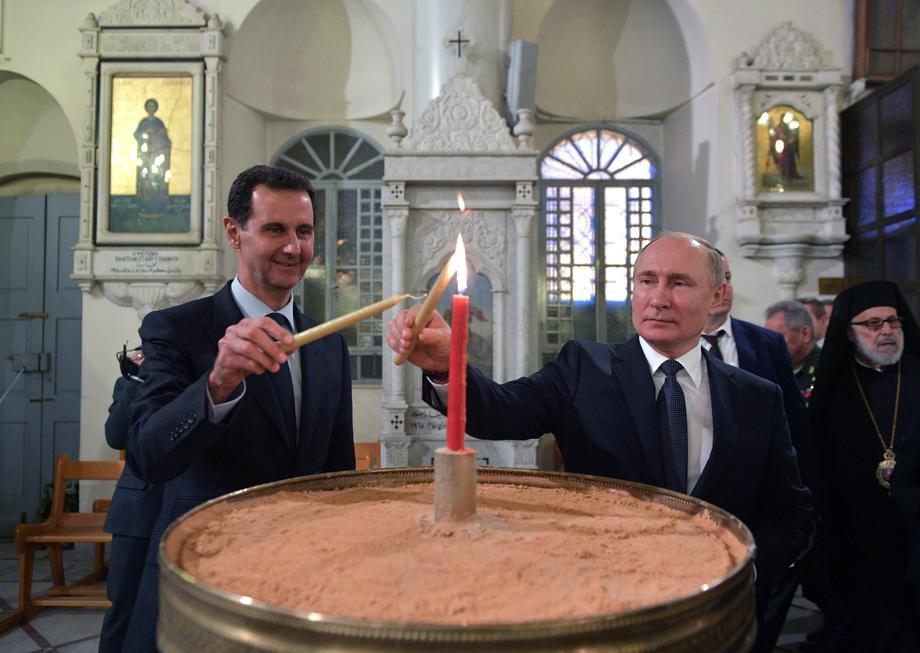 Президент Сирії Башар Асад та РФ Володимир Путін запалюють свічки під час візиту до собору Пресвятої Богородиці в Дамаску, Сирія, 07 січня 2020 р.