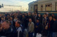 Пассажиры, которые не поместились в электричку, заблокировали движение поездов под Львовом