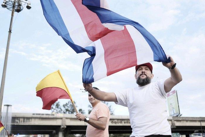 Сторонники одного из кандидатов в президенты во время митинга в Сан-Хосе, Коста-Рика, 01 апреля 2018.