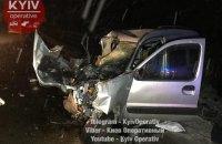 На Новоирпенской трассе под Киевом лоб в лоб столкнулись два автомобиля, двое погибших