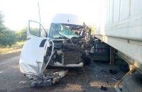 Рейсовый автобус влетел в грузовик в Днепропетровской области: 4 пострадавших