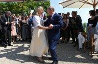 """Бывшую руководительницу австрийского МИД, на свадьбу которой приезжал Путин, выдвинули на должность в """"Роснефти"""""""