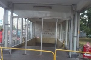 """Асфальт біля метро """"Оболонь"""" провалився через випробування тепломереж, - КМДА"""