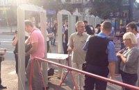 Из-за металлоискателей в центре Киева образовались очереди из офисных работников
